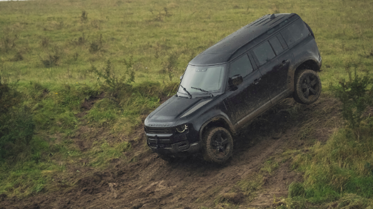 Defender goes to extremes for new Bond film